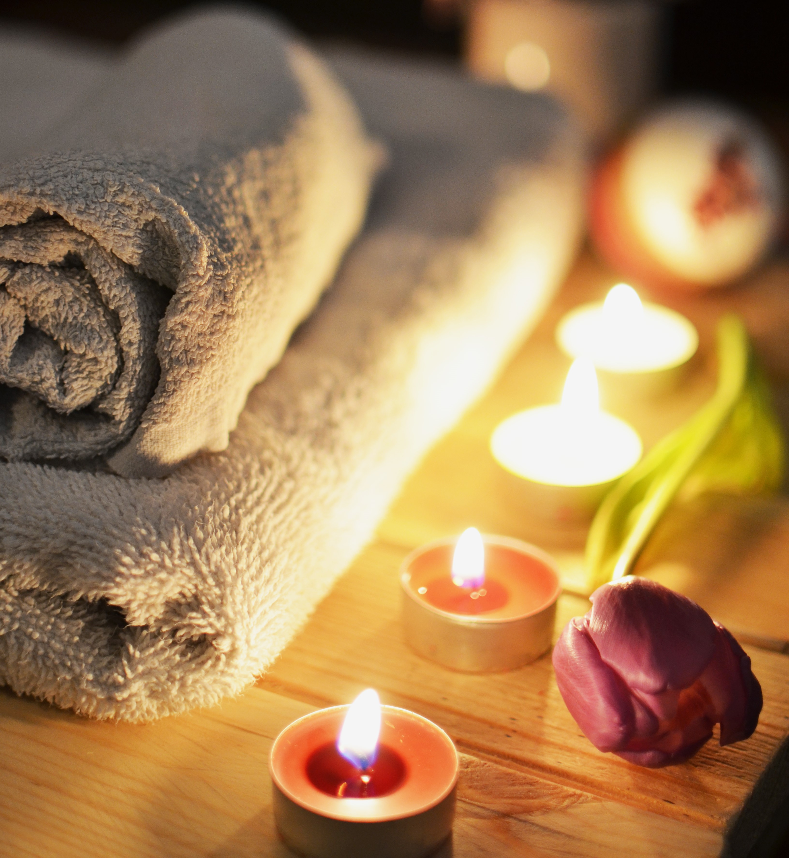 towels tulip candles